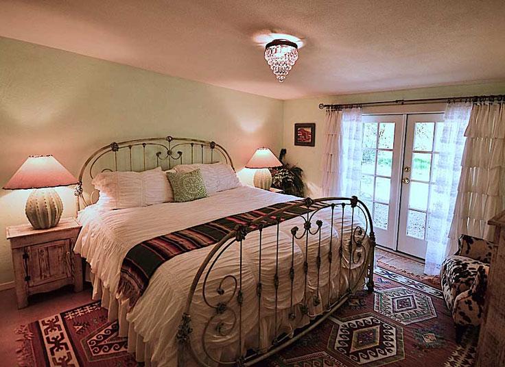 GARDEN-ROOM-BED-home